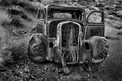 D4P0832-old-car-toned-BW